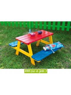 Table pique nique bois WAPITI en situation  - Table avec banc   s avec peinture pour enfants