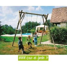 Portique en bois 2 jeux P201 (2 balançoires) . Ce portique de jardin en bois ou portique aire de jeux comprend 2 balançoires