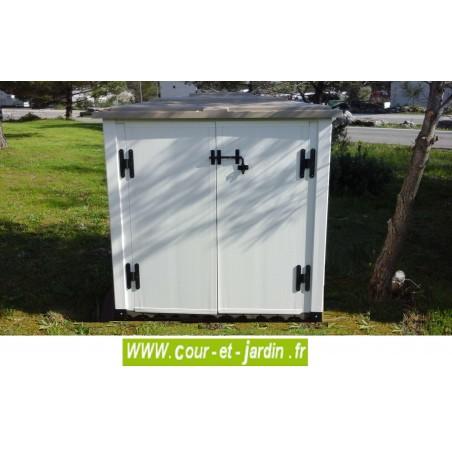 """vue en situation du coffre de rangement exterieur """"BOX 100"""" -  box de rangement jardin ou armoire pvc"""