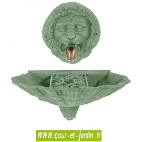 """Fontaine murale d'extérieur """"Coquille au Lion"""" coloris vert antique - Fontaine en fonte de jardin"""