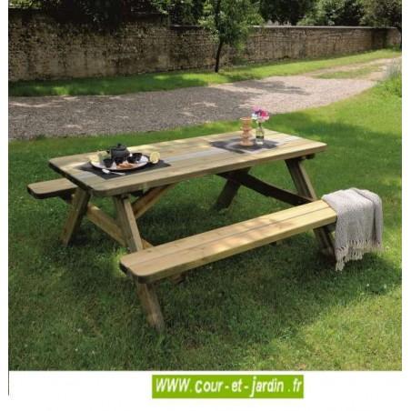 """Table de jardin avec banc. Cette table pique nique bois avec bancs ou """"table picnic bois"""" est vendue traitée autoclave."""