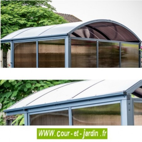 Vues du toit de cette petite tonnelle autoportée fermée sur 3 côtés ou abri de velo - Abri métallique