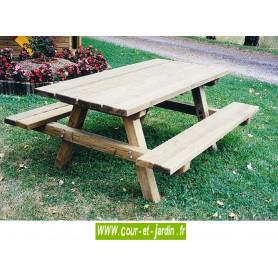 Table pique-nique en bois. 2m