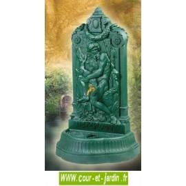 Fontaine terrasse Neptune avec robinet colvert - série des fontaines en fonte Dommartin avec coloris vert antique